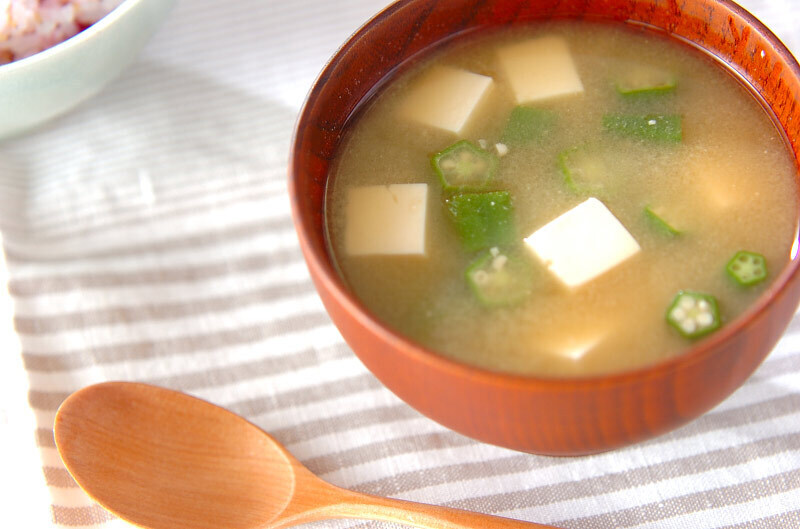 オクラと豆腐の味噌汁