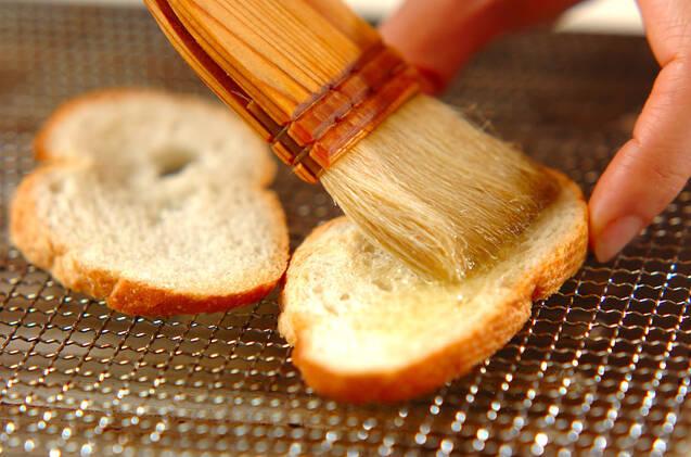 カニマヨのガーリックカナッペの作り方の手順3