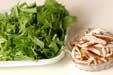 青菜の二色ゴマ和えの下準備1