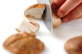 キノコの塩昆布炒めの下準備1