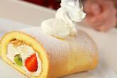 季節のフレッシュフルーツロールケーキの作り方17