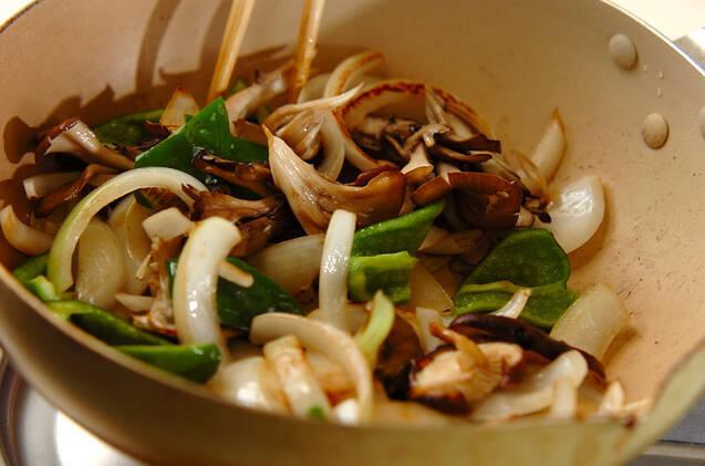 牛肉とキノコのソース炒めの作り方の手順7