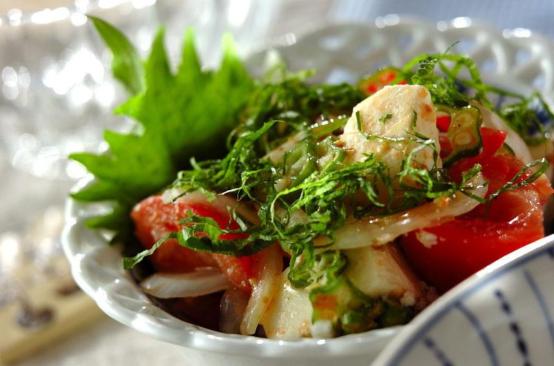 栄養たっぷりトマトとオクラのサラダ