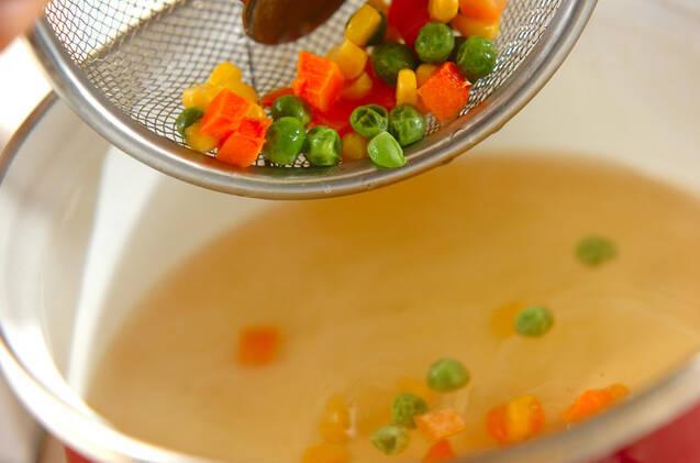 チーズ入りちくわのスープの作り方の手順3
