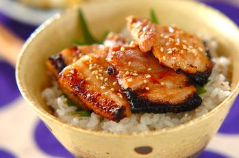 豚肉の梅ダレ焼き丼