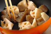 コンニャクとレンコンのみそ炒めの作り方2