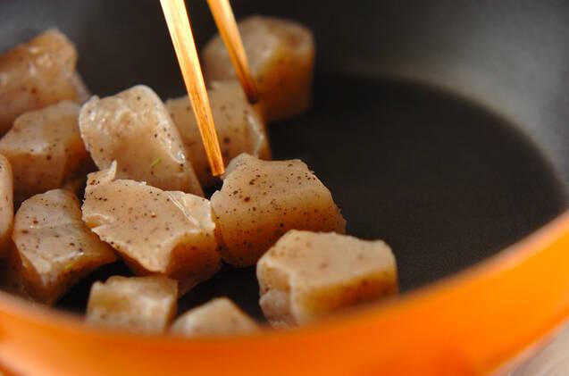 コンニャクとレンコンのみそ炒めの作り方の手順5