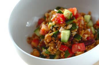 フレッシュトマトと雑穀米のサラダごはん