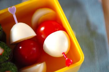 ウズラの卵とプチトマトのサラダ