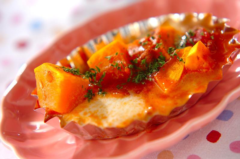 アルミカップに盛られたカボチャとモッツァレラのミート焼き