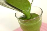 キウイ、バナナ、青菜のエネルギーチャージ☆グリーンスムージーの作り方1