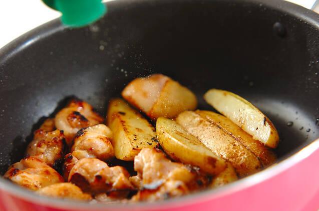 チキンと皮付きポテトのハーブ炒めの作り方の手順3