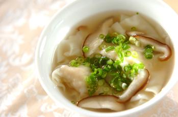 ワンタンとシイタケのスープ
