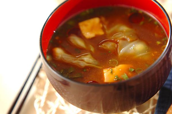 やさしい甘みにほっこり。キャベツの味噌汁レシピ15選