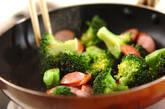 ブロッコリーとソーセージの炒め物の作り方3