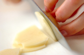 ジャガイモとキヌサヤのみそ汁の下準備1
