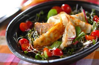 焼き餃子サラダ