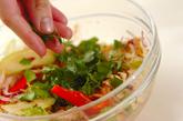 蒸し鶏とセロリのスパイスマリネの作り方5
