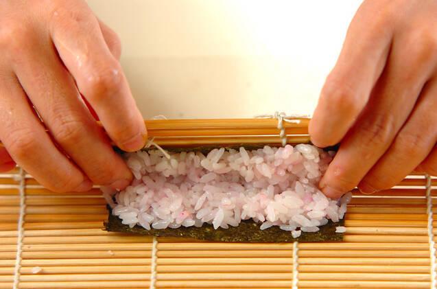 ぶたちゃんデコ巻き寿司の作り方の手順7