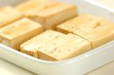 豆腐のゴマ揚げの下準備1