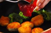 チキンナゲットのチリソース炒めの作り方2