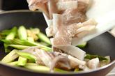 イカとアスパラのペッパー炒めの作り方2