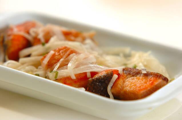 大根たっぷり鮭の甘酢漬けの作り方の手順2