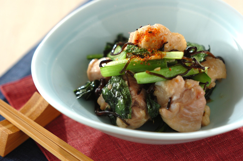 1. 鶏肉と小松菜の塩昆布炒め