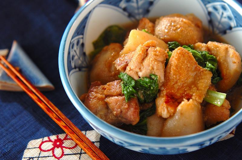 大きめカットの鶏肉とサトイモの煮物