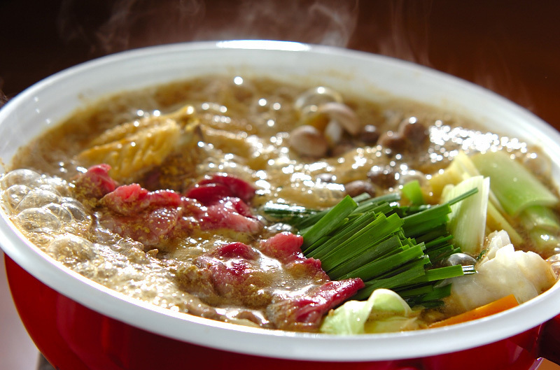 牛肉と鶏手羽先のクリーミーカレー鍋