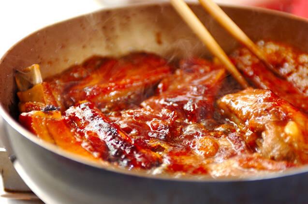 骨付きバラ肉のショウガ炒め煮の作り方の手順3