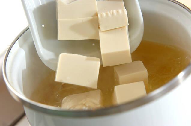 さわやかに香るミョウガと豆腐の味噌汁の作り方の手順4