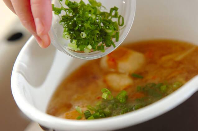 ナメコとキムチのみそ汁の作り方の手順5