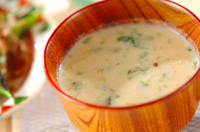 お茶碗に入った豆腐のすり流し汁