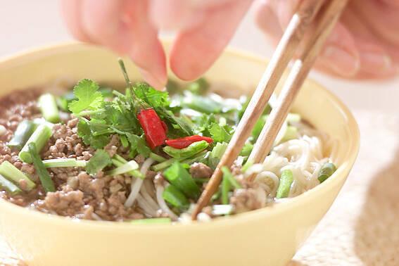 そうめんで作るナンプラー風味のにゅう麺
