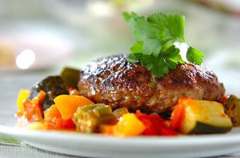 夏野菜をたっぷり使ったハンバーグ