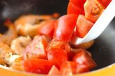 エビとトマトのココナッツ炒めの作り方1