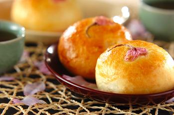もっちり桜あんパン