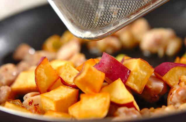 サツマイモと鶏肉のピリ辛甘酢炒めの作り方の手順9