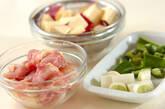 サツマイモと鶏肉のピリ辛甘酢炒めの下準備1