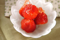 お祭り屋台のカリカリイチゴ飴