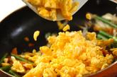 卵とニンニクの芽の炒め物の作り方3