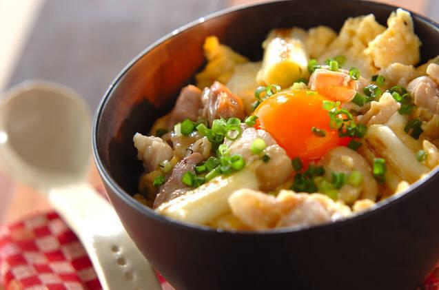 黄身がのった焼きネギの塩親子丼