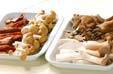 キノコと煮豆の辛炒め物の下準備1
