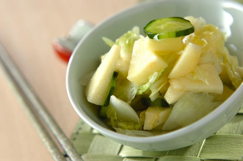 11. リンゴと白菜のサラダ