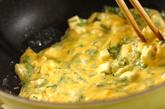 香菜とチーズのスクランブルエッグの作り方2