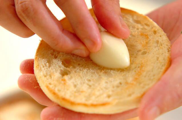 カリッとガーリックトーストの作り方の手順4