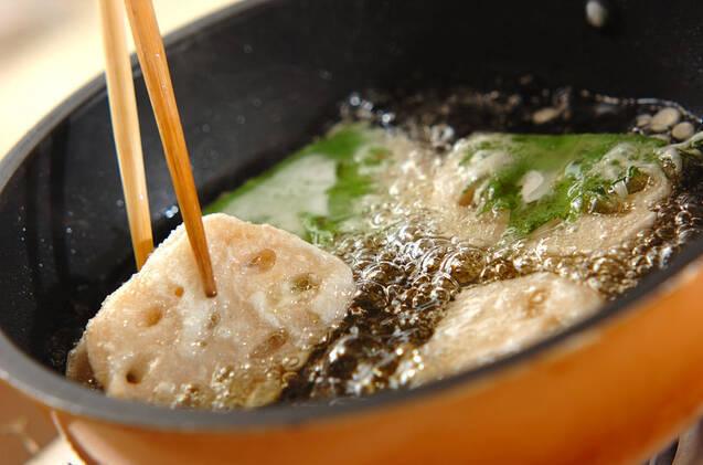レンコンのエビはさみ揚げの作り方の手順7