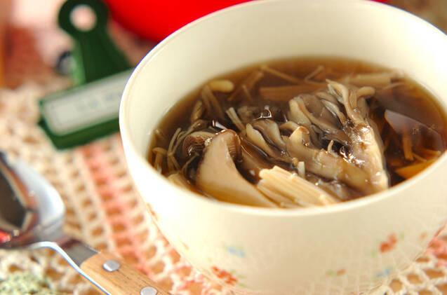4種のキノコとショウガのトロミスープの料理写真