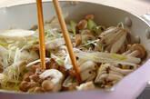 鶏とシメジのバルサミコしょうゆ炒めの作り方2